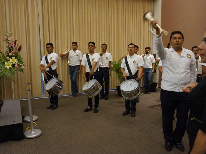 Banda de guerra del ITC participando en la Ceremonia de graduación