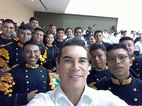 Con el C. Gobernador Alejandro Moreno en la participación de la Monumental Banda de Guerra del Estado de Campeche