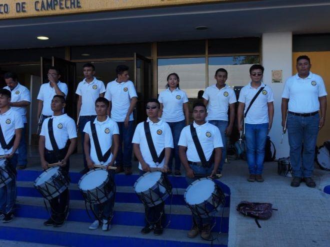 Banda de guerra del ITC en la Carrera de la convivencia por el 40 Aniversario del Tecnológico de Campeche.