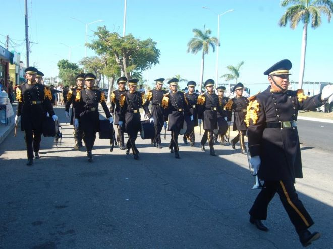 Banda de guerra del ITC en el Desfile Cívico - Militar por la conmemoración de la Revolución Mexicana, noviembre 2016.