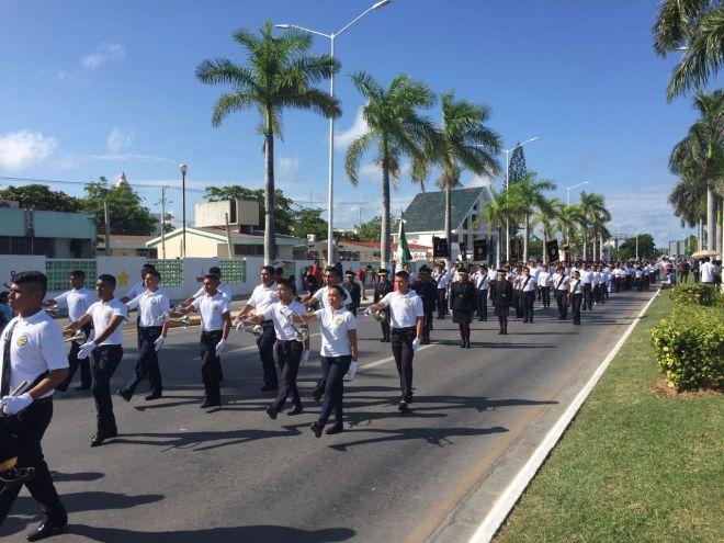 La banda de Guerra encabezó la delegación en el desfile